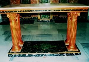 4 MOBILIARIO IGLESIAS Mesa de Altar